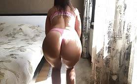 latina in pink panties twerks to cardi b and yg