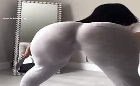 Yummy juicy ass girls with big fat asses twerking