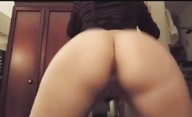 Thicc babe twerking her big ass without panties