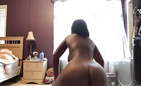 Thick Ebony twerks and plays with herself